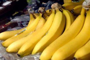-ripe-bananas-on-market